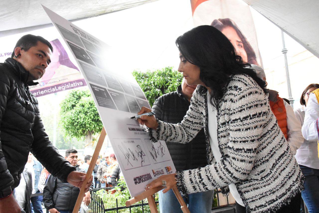 FIRMA BARRALES PRIMER CONVENIO DE SEGURIDAD EN XOCHIMILCO
