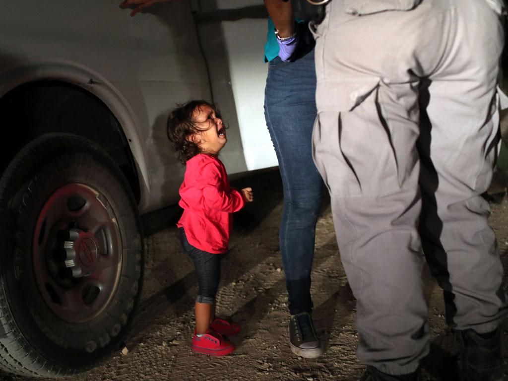 Detienen a más de 116 migrantes en Texas