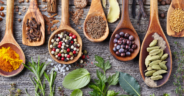 Hierbas aromáticas y especias: un toque de sabor