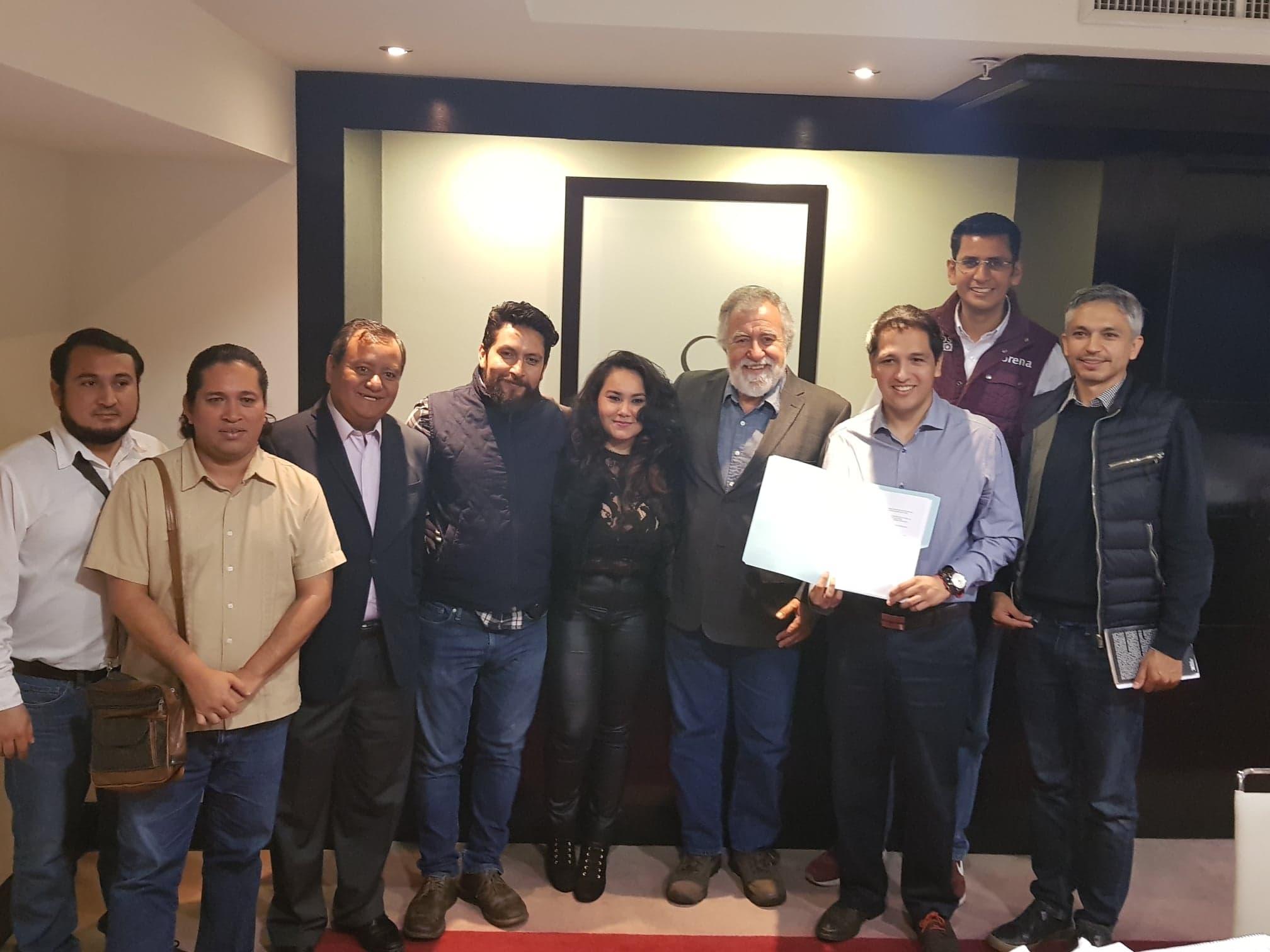 Candidatos de Morena suscribieron la agenda de periodistas para garantizar el derecho a la información.
