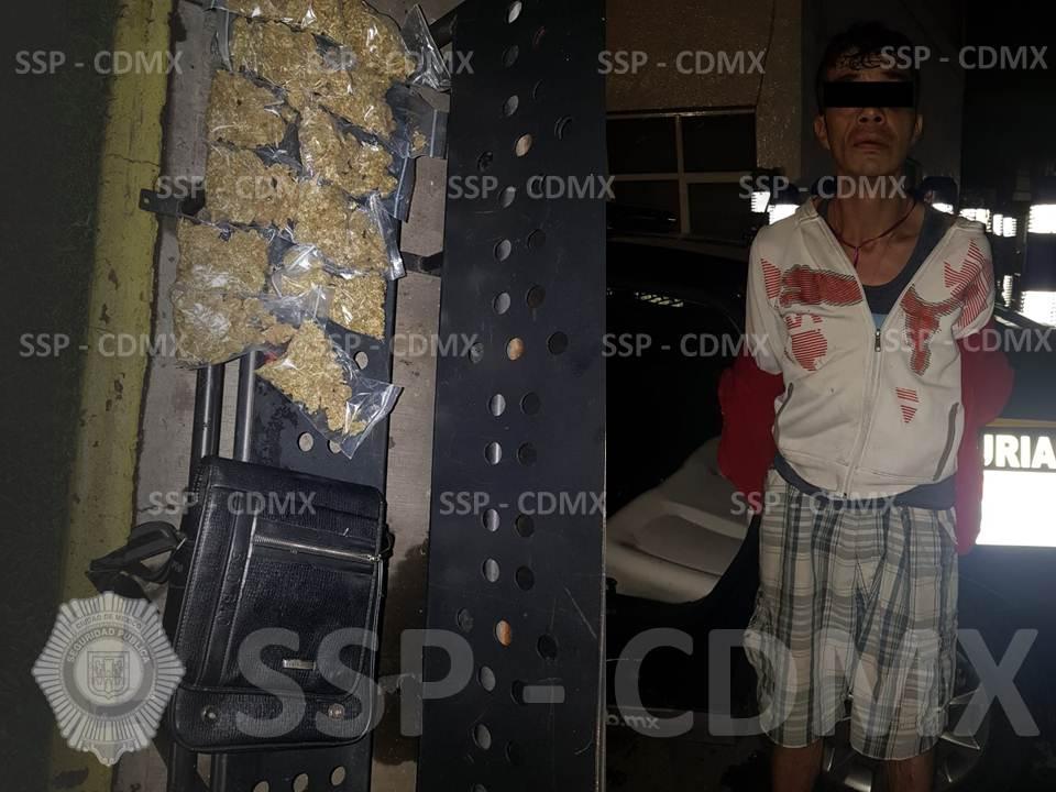 DETIENEN POLICÍAS DE LA SSP-CDMX A UN HOMBRE CON POSIBLE MARIHUANA EN LA COLONIA OBRERA