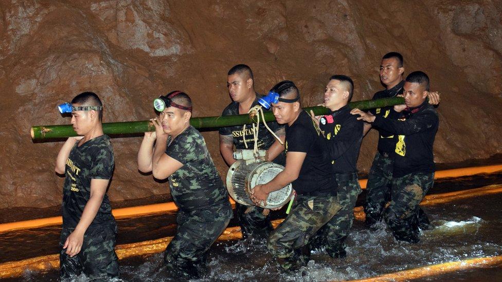 Rescatan a los 13 niños atrapados en Tailandia