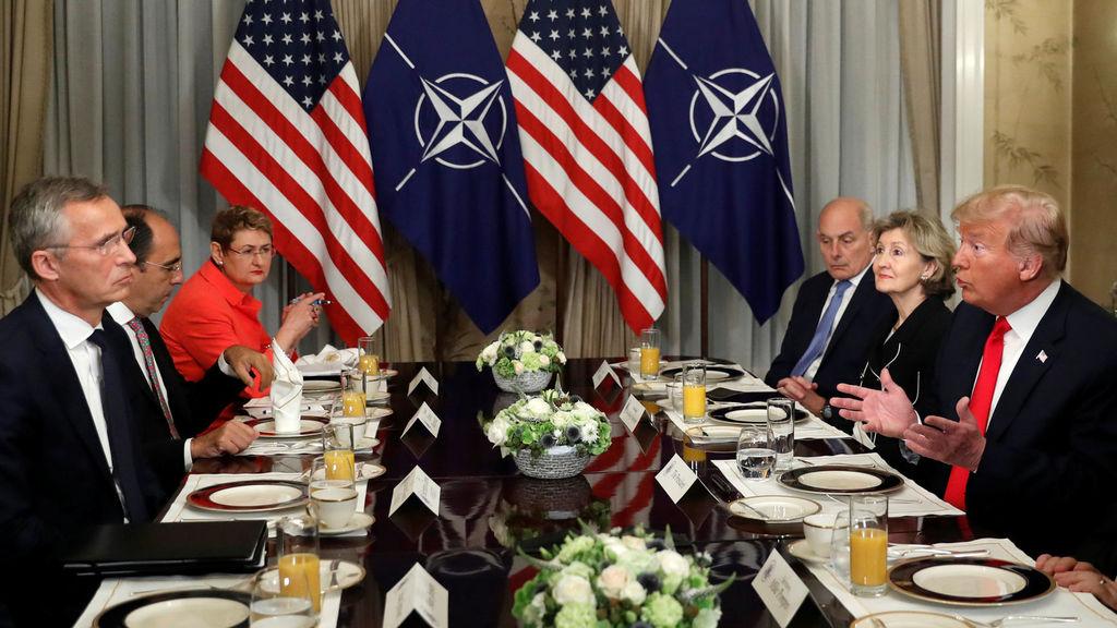 En la OTAN Trump llama a Alemania prisionera de Rusia y Merkel responde