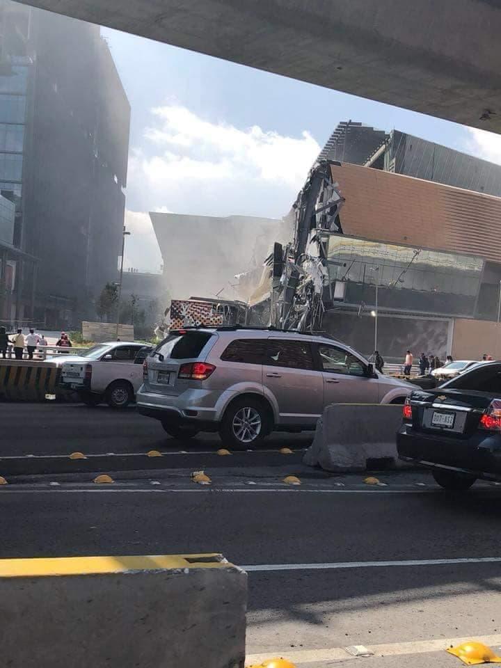 Se desploma un costado del centro comercial Artz Pedregal.