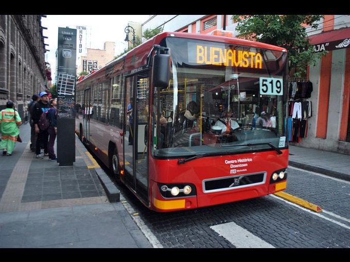 Suspende Metrobús servicio en 10 estaciones por cierre de Reforma