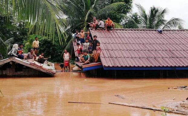 Se derrumba presa en Laos dejando varios muertos y desparecidos