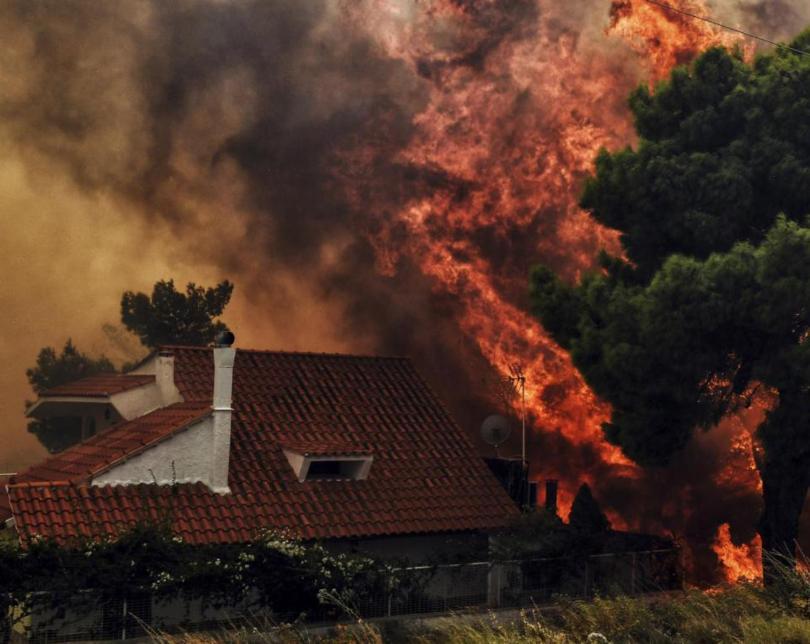 Van 60 muertos por incendios en Grecia