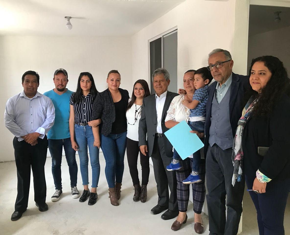 Entrega Tlalpan viviendas unifamiliares a damnificados del 19S