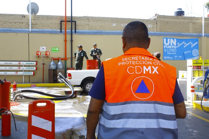 PROTECCIÓN CIVIL DE TLÁHUAC CAPACITAN A DEPENDIENTES DE GASOLINERAS PARA EVITAR ACCIDENTES
