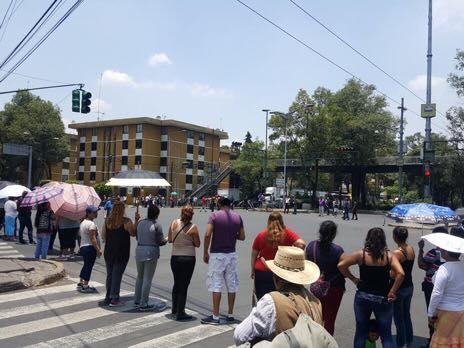 Cierran calles en El Rosario por falta de agua