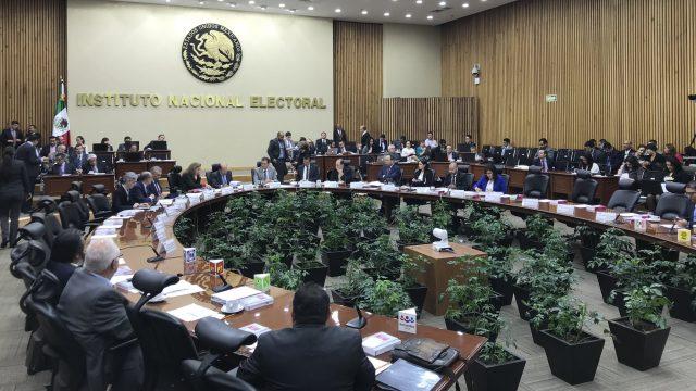 Prepara INE multas a partidos por mil mdp