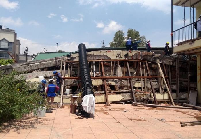 Procedente remoción de escombros al colegio afectado tras el sismo del 19S