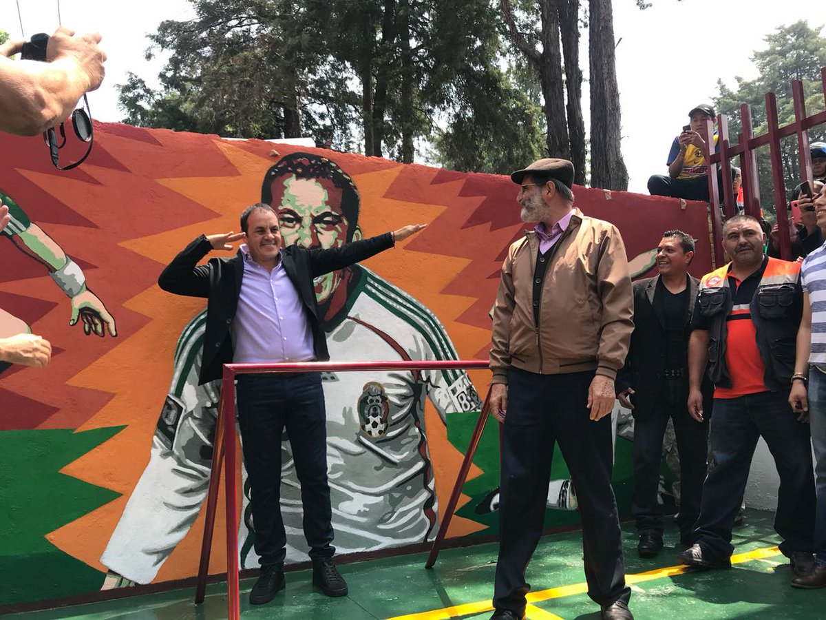 Reconocen trayectoria futbolista de Cuauhtémoc Blanco