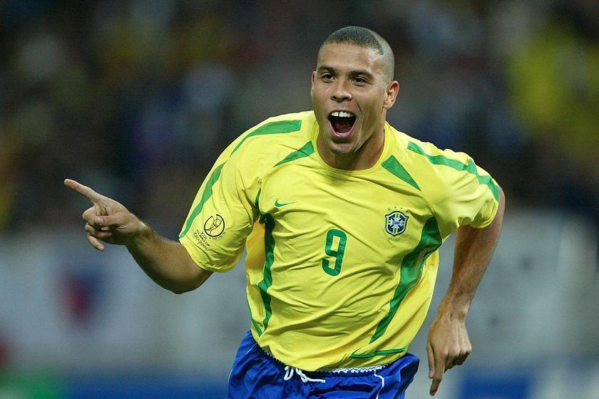 Sale Ronaldo del hospital tras neumonía
