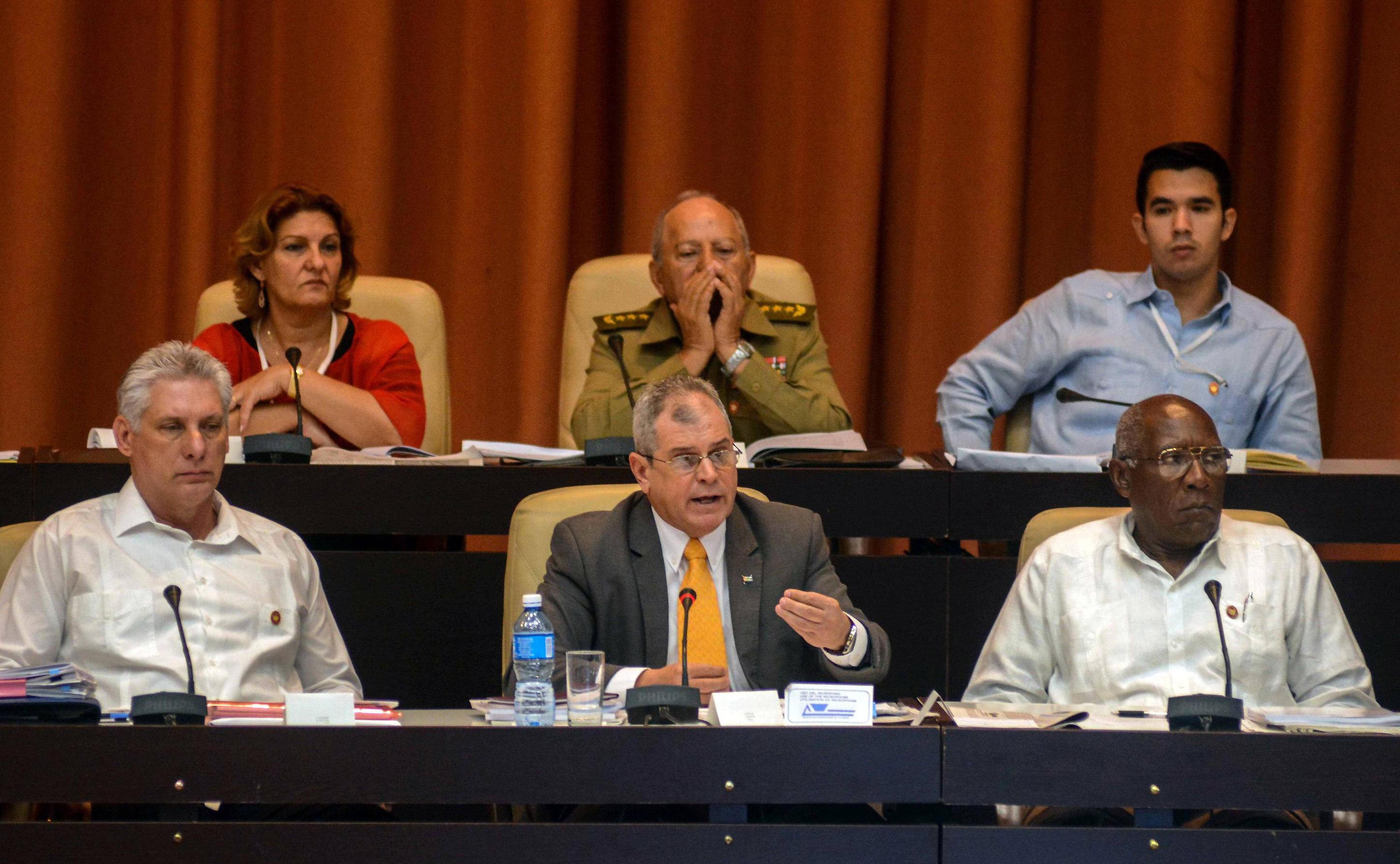 En Cuba se inicia debate sobre su Constitución