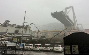 Colapsa puente vehicular en Italia