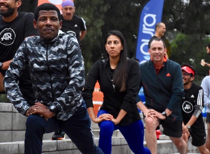 Gebrselassie entrena con corredores capitalinos en el Bosque de Chapultepec