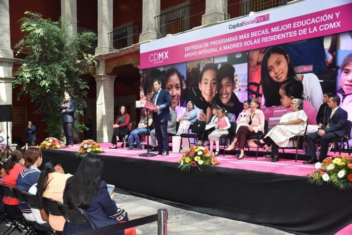 Empodera GCDMX a madres solas e impulsa educación infantil con tarjetas y becas