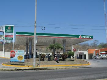 Les dan gato por liebre en gasolinera de Campeche