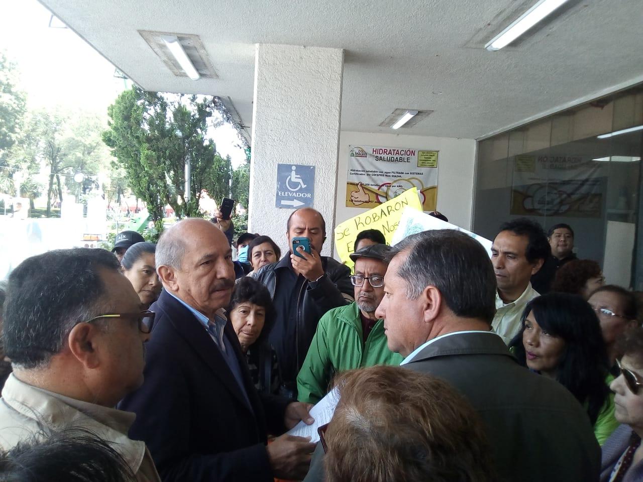 PROTESTAN USUARIOS DE ALBERCAS PÚBLICAS DE IZTACALCO POR DEFICIENCIAS EN EL SERVICIO