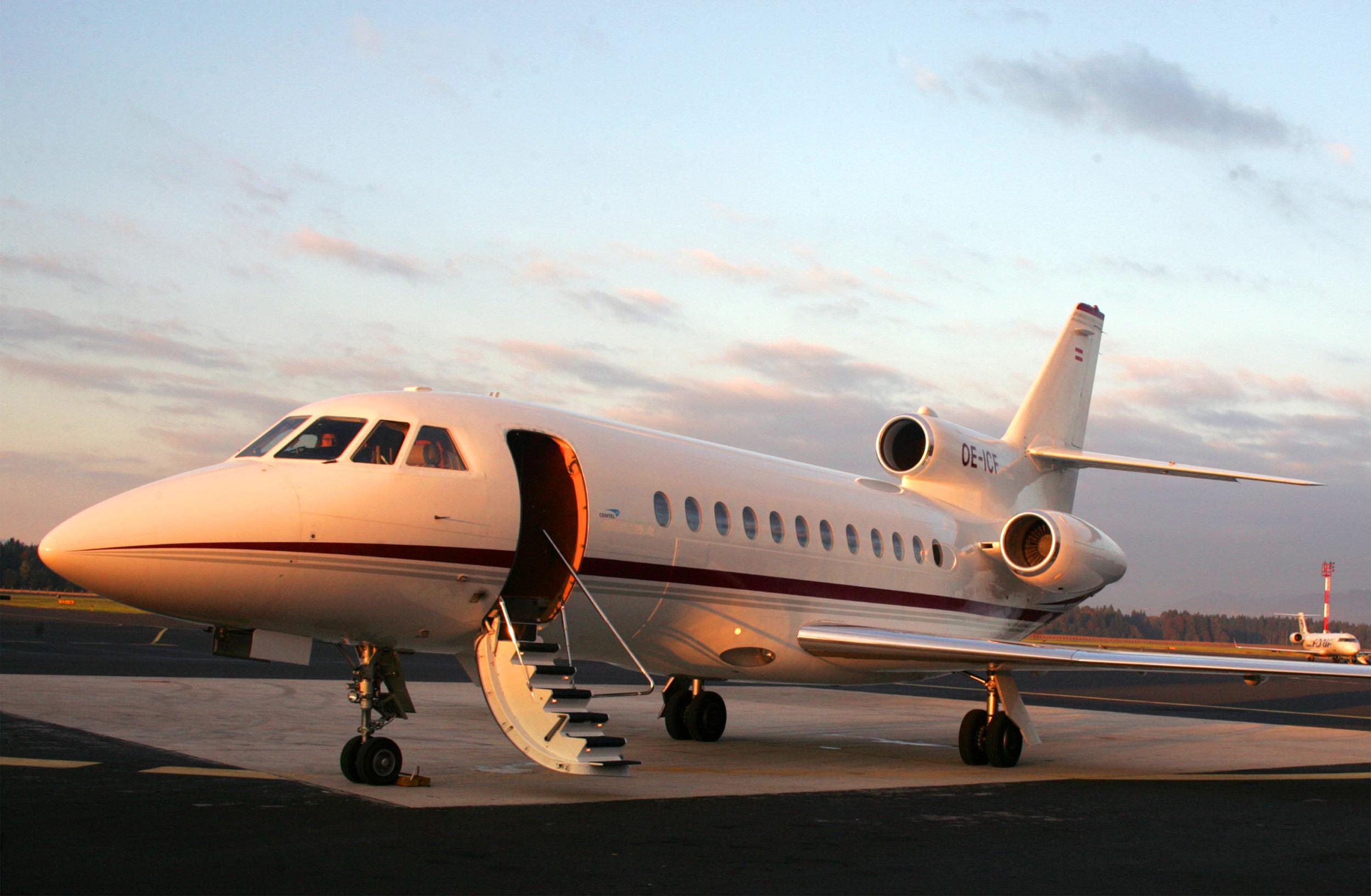 Empresa Jet Leatse ofrece renta de aviones a AMLO