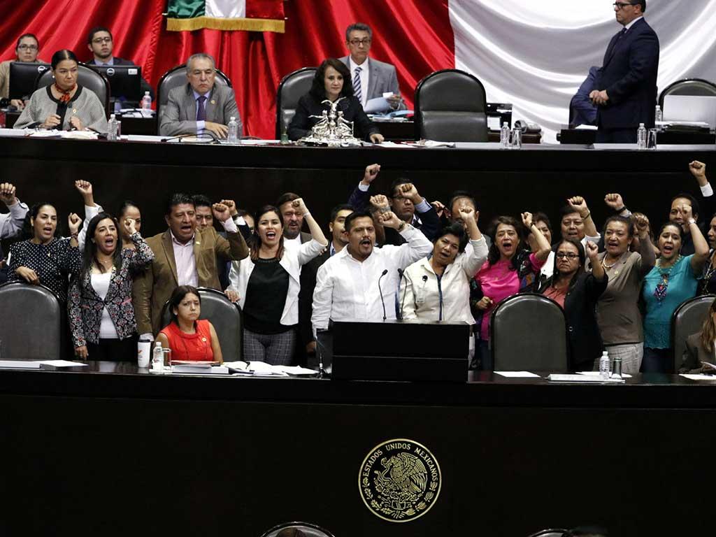 Exhorta Morena a la SEP frenar la evaluación docente