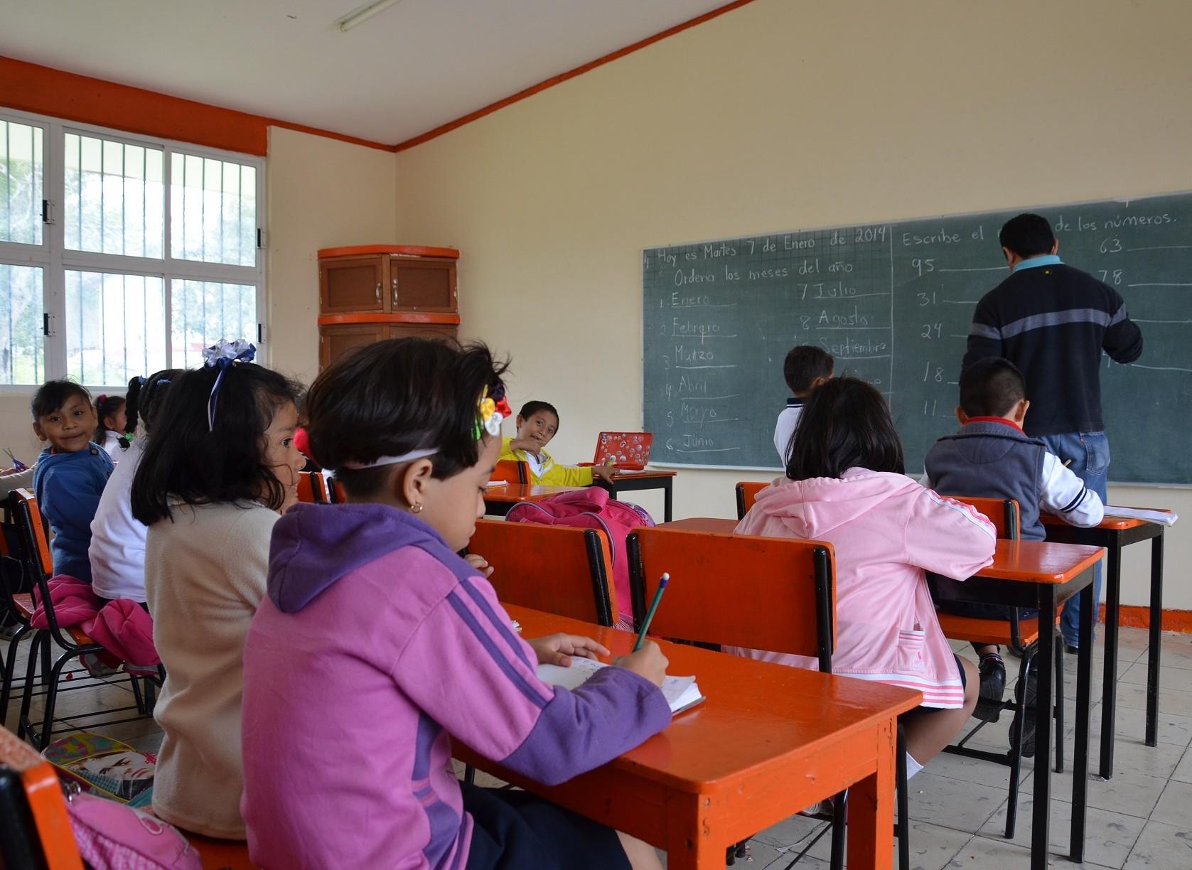 Por violencia, suspenden clases en Michoacán