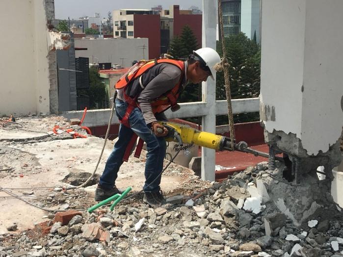 Concluye demolición de inmueble dañado en Benito Juárez