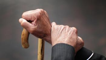 Adultos mayores recibirán pensión a partir de los 68 años
