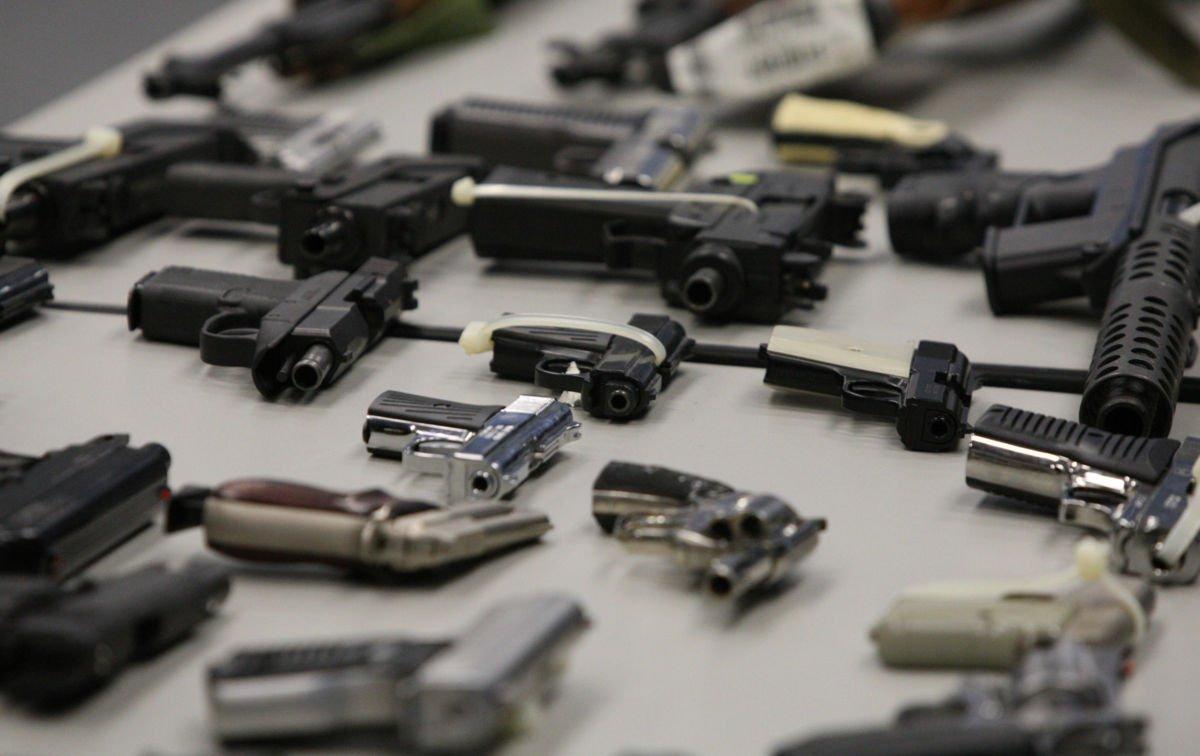 Morena pide elevar delitos de portación de armas y explosivos