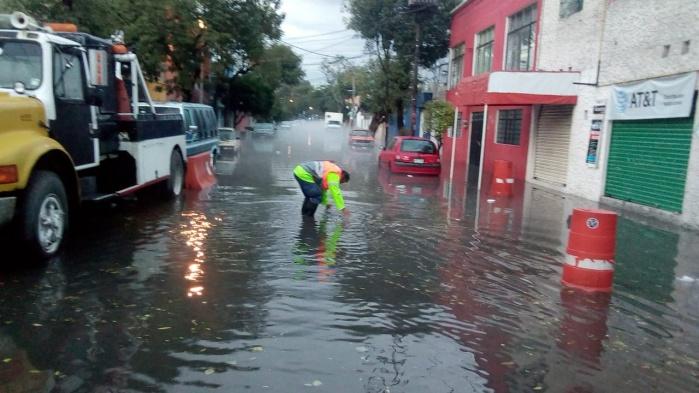 Atiende GCDMX afectaciones por fuertes lluvias en Metro, vialidades e inmuebles