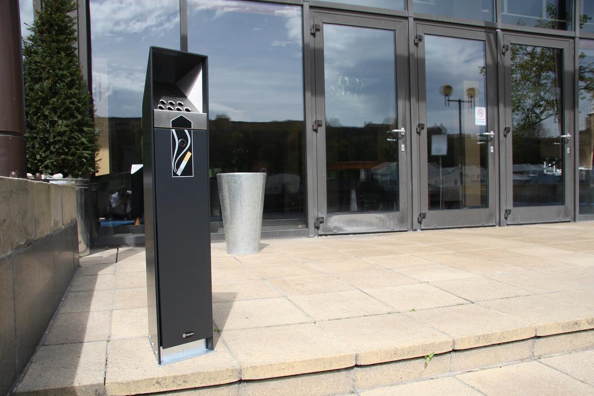 Proponen instalar contenedores de colillas de cigarros en espacios públicos