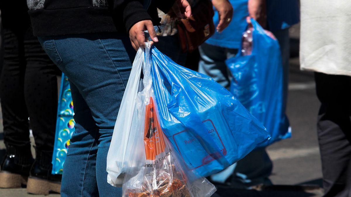 Urgen acciones del Gobierno para concientizar el uso racional de bolsas y botellas plásticas