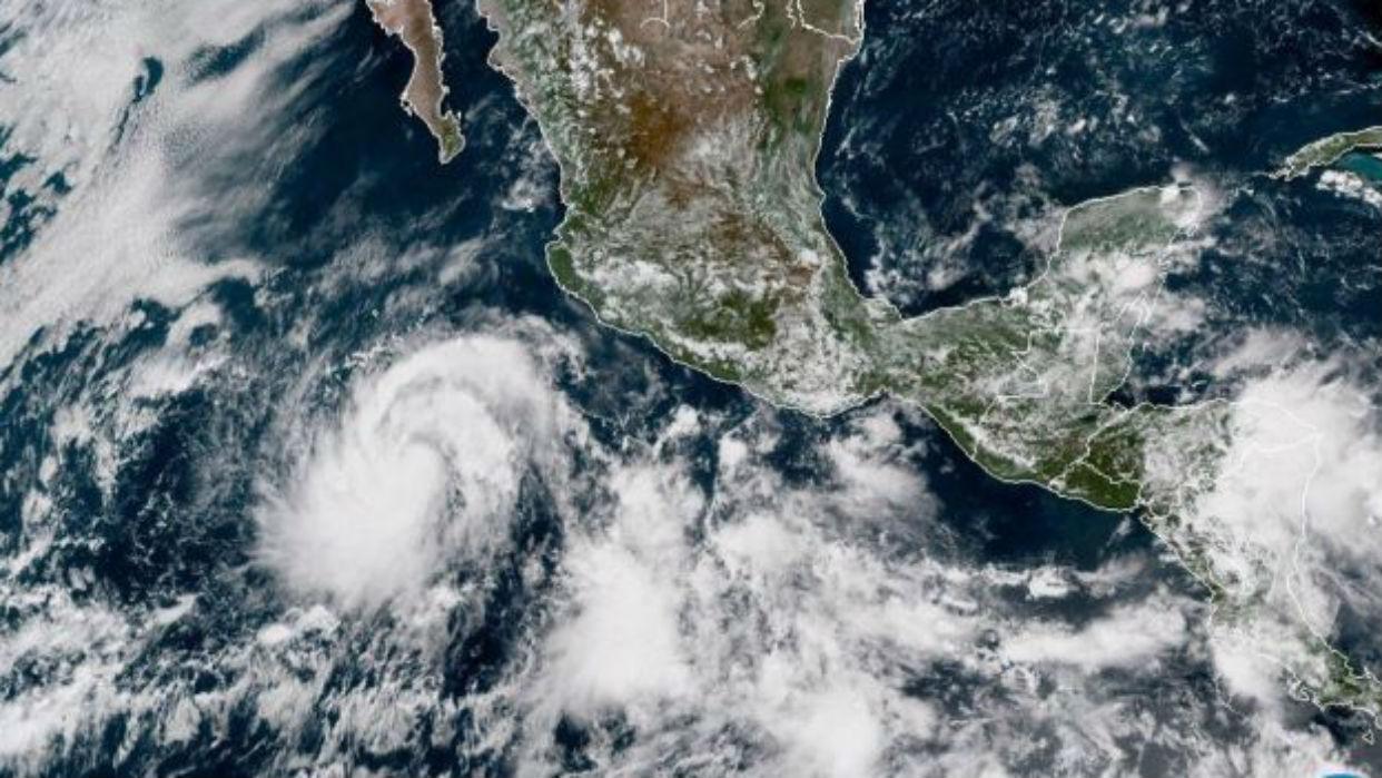 Rosa ya es huracán y amenaza BC