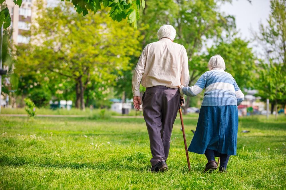 Promueve descuentos por ley a adultos mayores en materia de salud