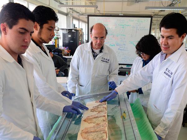 Expertos de la Facultad de Ingeniería realizaron sofisticada cápsula para preservar códice maya