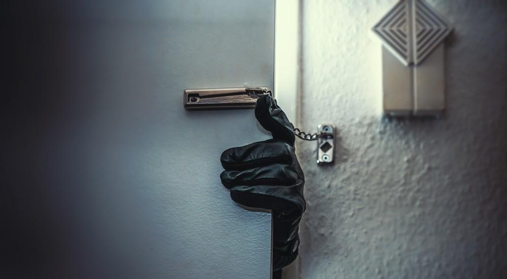 Prisión preventiva oficiosa por extorsión, robo a casa habitación y negocio