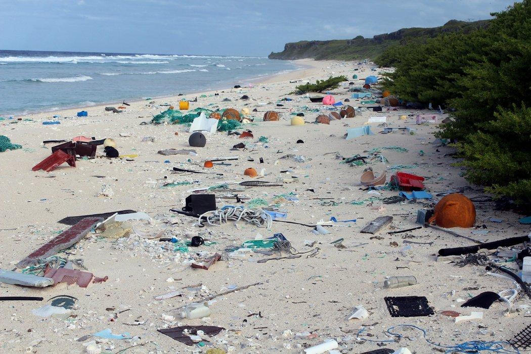 Llama Sermarnat a no utilizar desechables en las playas