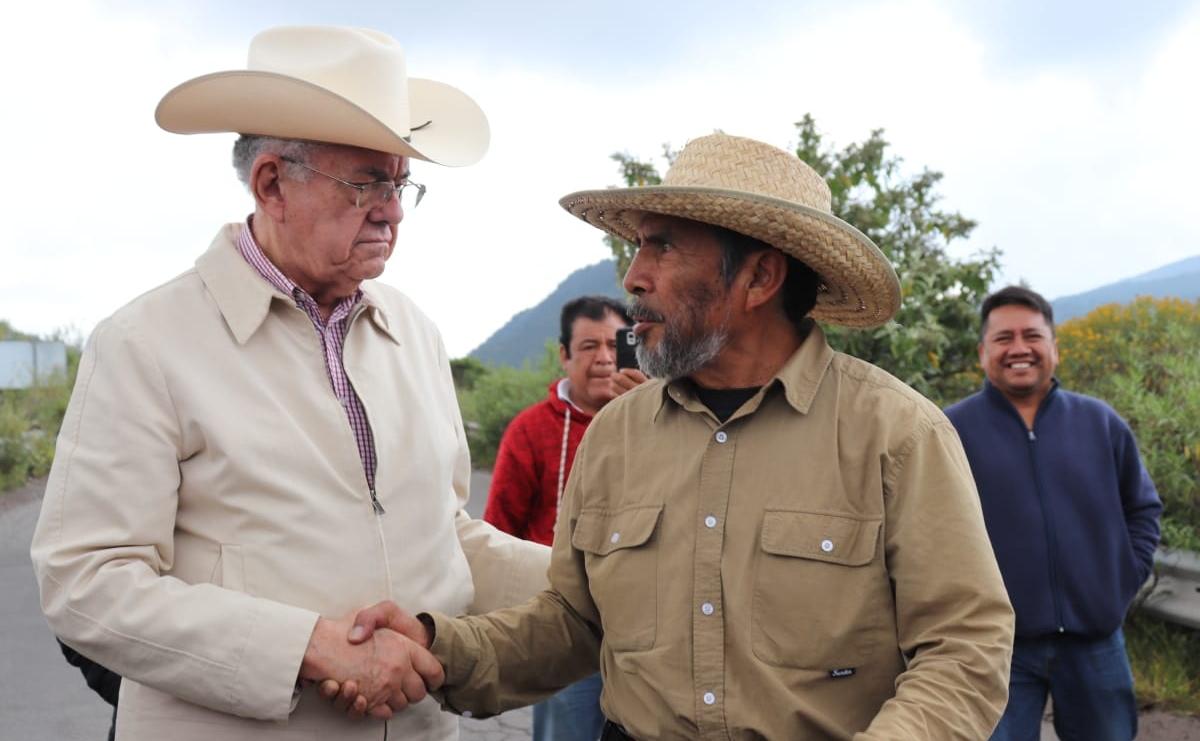 Recorre Jiménez Espriú y el Frente en Defensa de la Tierra, terrenos del NAIM