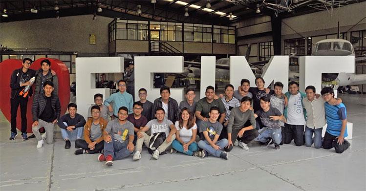Jóvenes politécnicos miran hacia el espacio, ahí está el futuro tecnológico