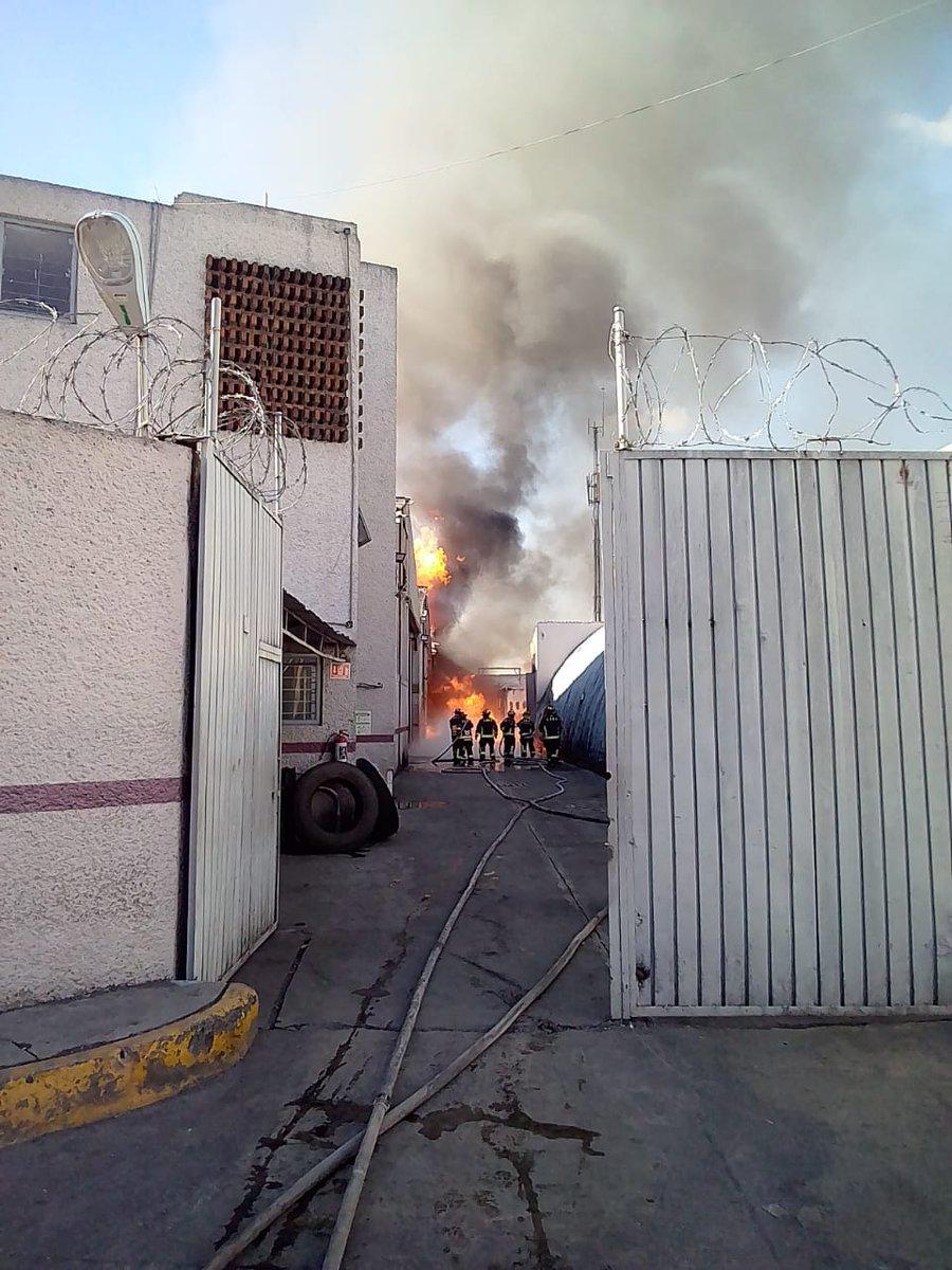 Incendio en fabrica de alcohol en la alcaldía de Cuauhtémoc