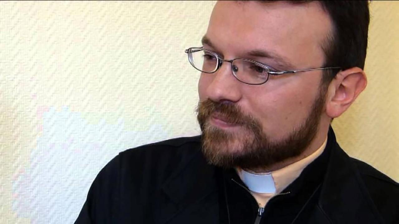 Sacerdote se suicida en Francia