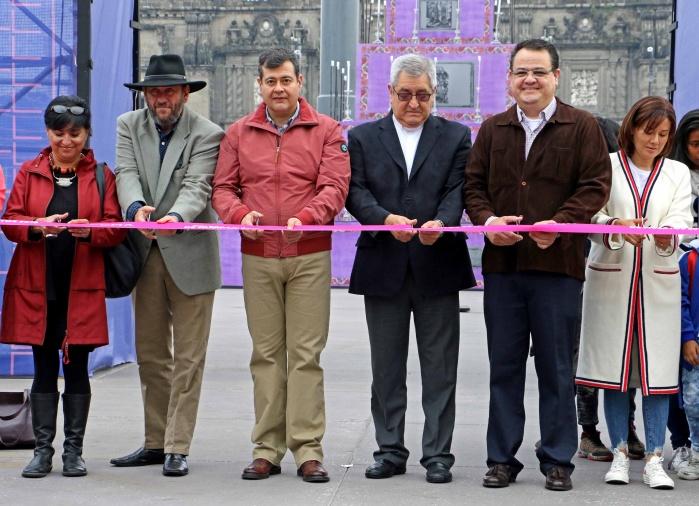 Inauguran Ofrenda Monumental en Zócalo capitalino dedicada a migrantes