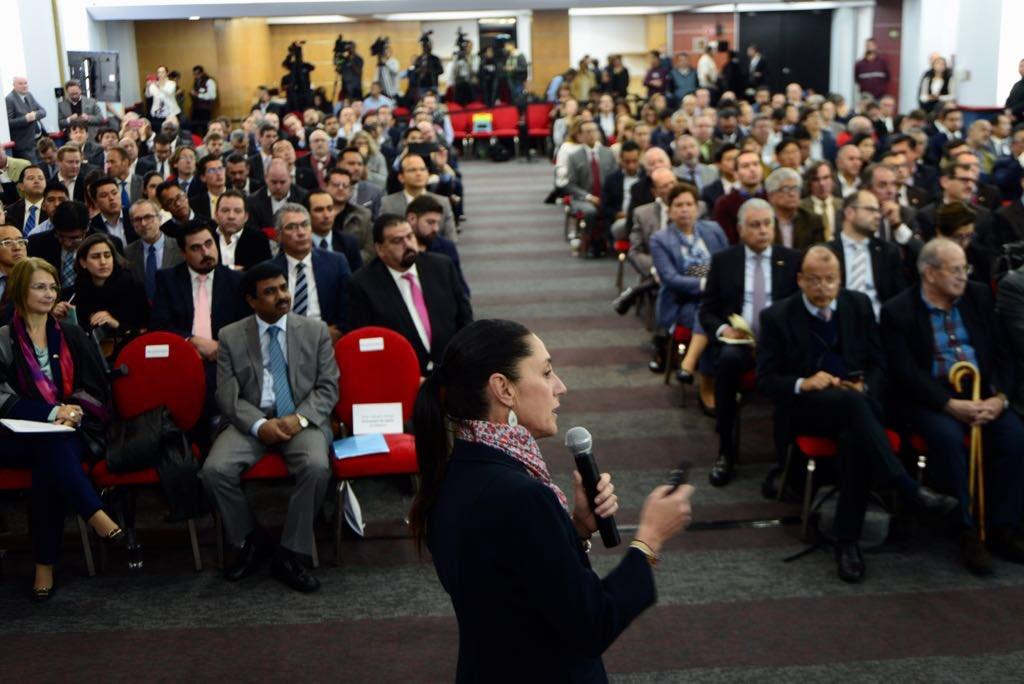 Lanza Sheinbaum Pardo reto a empresas y asociaciones especialistas en movilidad