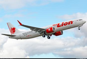 En Indonesia, se estrella avión de pasajeros