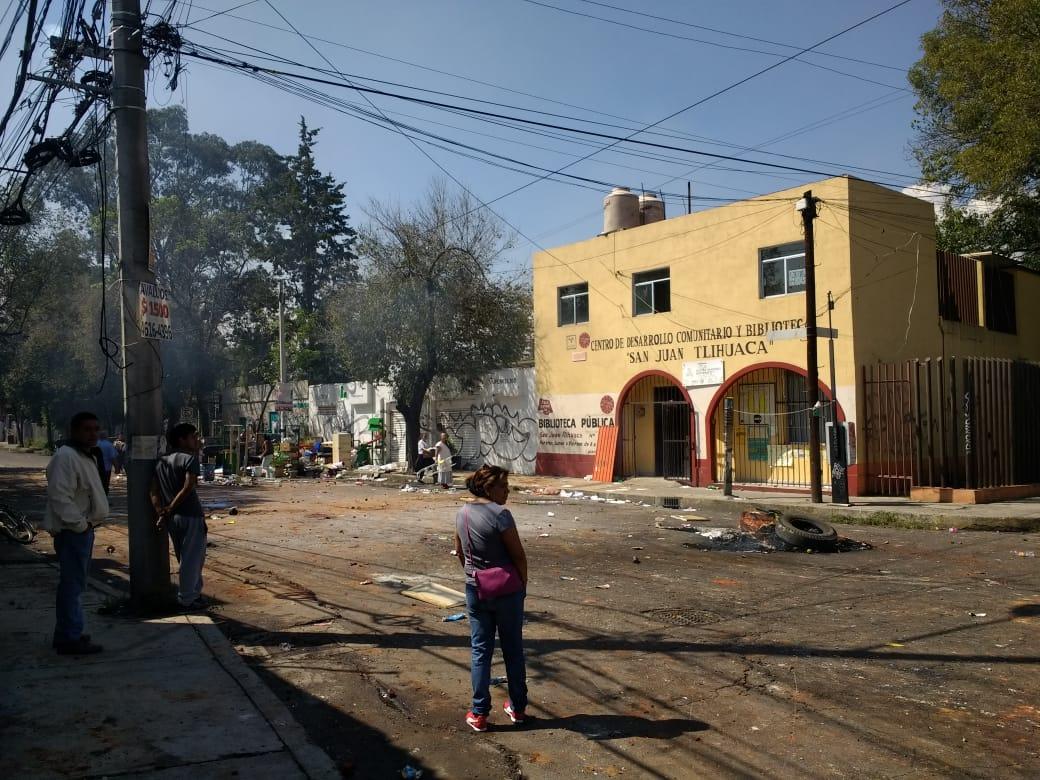 Reportan riña en Azcapotzalco tras intento se desalojo