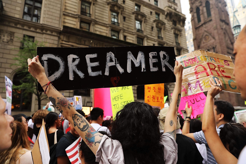 Trump busca erradicar ciudadanía de dreamers