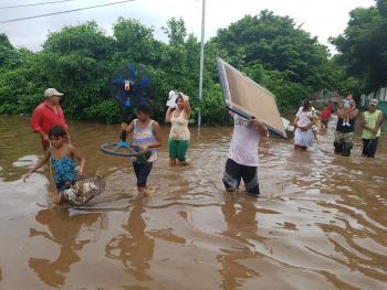 Promete AMLO apoyos en Nayarit por inundaciones