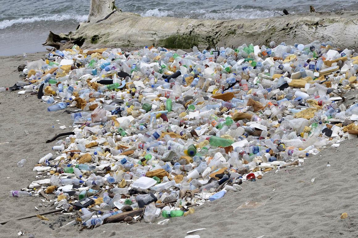 Presentan iniciativa para prevenir y controlar contaminación de plásticos