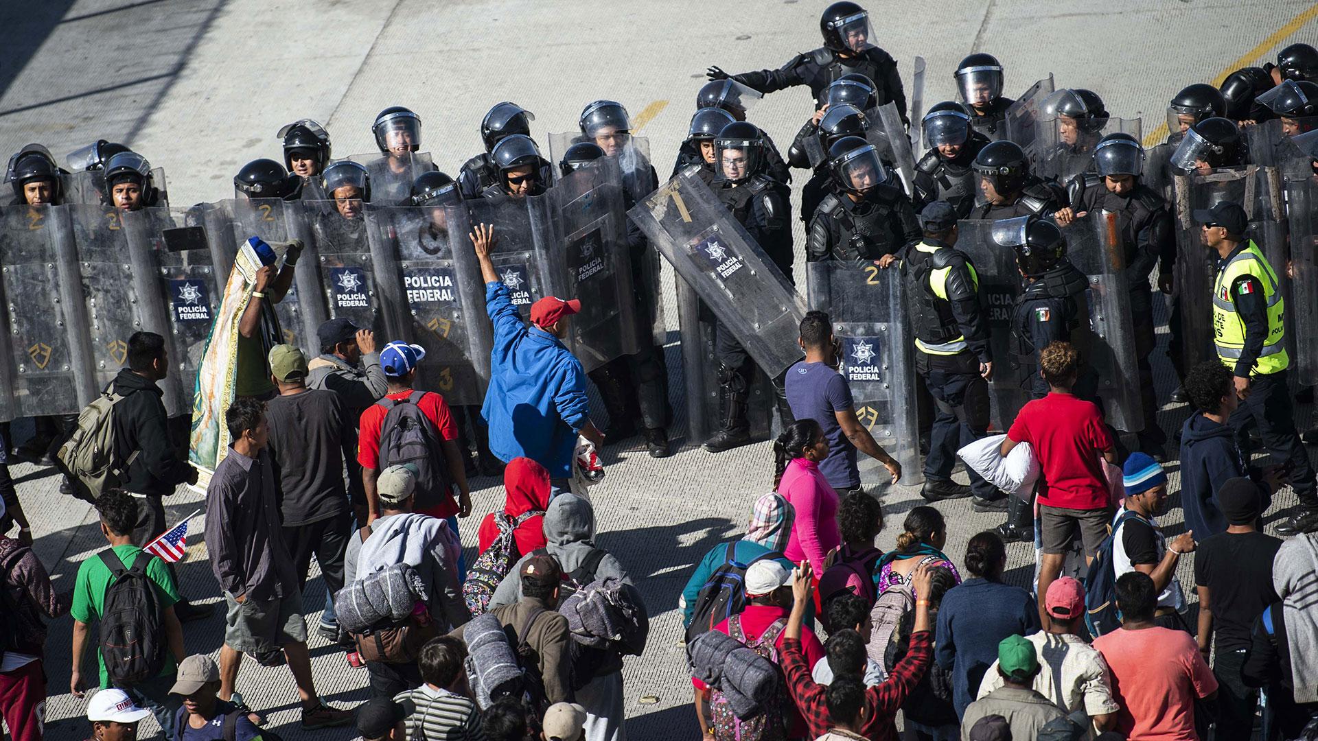 Reportan agresión contra migrantes en frontera EEUU